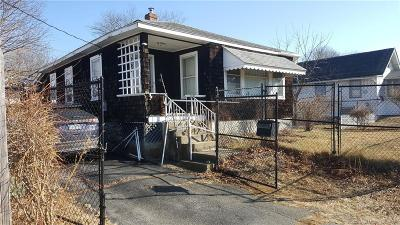 Waterford Single Family Home For Sale: 767 Broad Street Extension