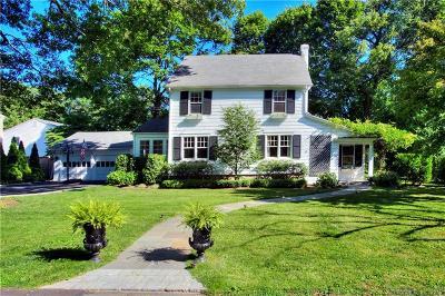 Darien Single Family Home For Sale: 4 Oak Crest