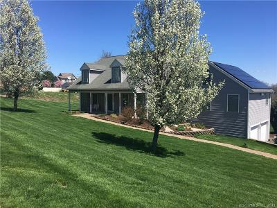 Middletown Single Family Home For Sale: 26 Higby Road