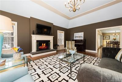 Stamford Single Family Home For Sale: 91 Bentwood Drive