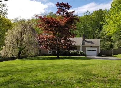 Ridgefield Single Family Home For Sale: 32 Jeffro Drive