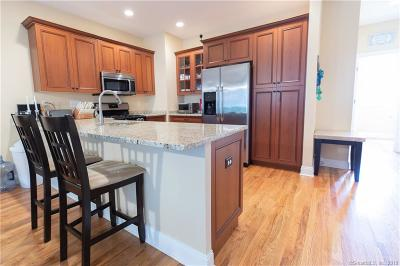 Shelton Condo/Townhouse For Sale: 122 Kyles Way #122