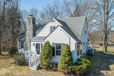 Trumbull Single Family Home For Sale: 121 Lewis Road