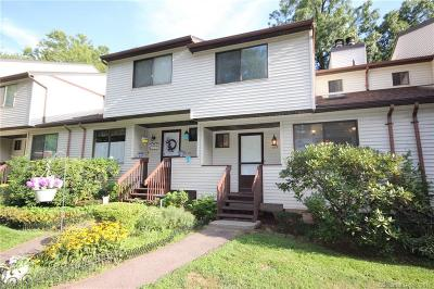 Newington Condo/Townhouse For Sale: 132 Cypress Road #132