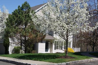 Danbury Condo/Townhouse For Sale: 32 Woodcrest Lane #32
