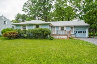 West Hartford Single Family Home For Sale: 94 Northbrook Drive