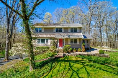 Ridgefield Single Family Home For Sale: 20 Bobbys Court