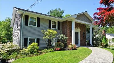 Norwalk Single Family Home For Sale: 17 Woodchuck Lane