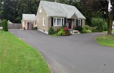 Southington Single Family Home For Sale: 1255 Meriden Waterbury Turnpike
