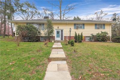 Fairfield County Single Family Home For Sale: 215 Twin Oaks Terrace