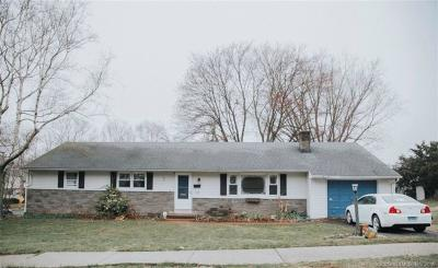 Wallingford Single Family Home For Sale: 65 Bayberry Drive