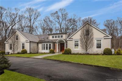 Fairfield County Single Family Home For Sale: 33 Stonehenge Drive