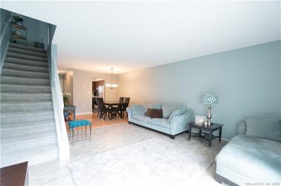 Meriden Condo/Townhouse For Sale: 210 Regis Drive #210