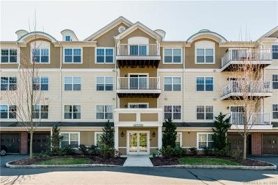 West Hartford Condo/Townhouse For Sale: 26 Schoolhouse Drive #408