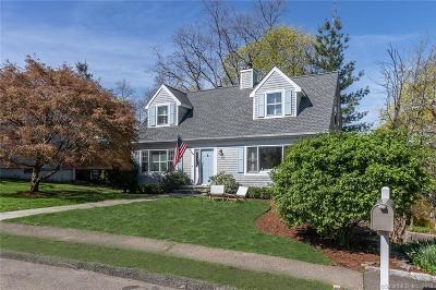 Norwalk Single Family Home For Sale: 11 Pond Ridge Lane