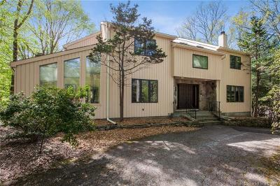 Stamford Single Family Home For Sale: 237 Blackberry Drive