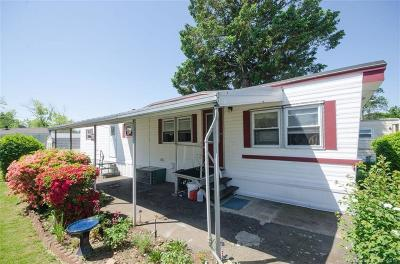 Branford Single Family Home For Sale: 19 Leetes Island Road #20