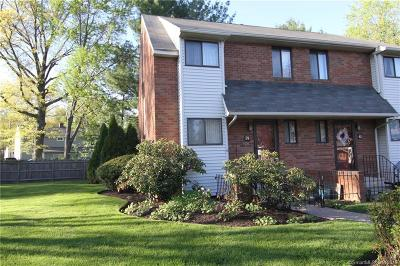 West Hartford Condo/Townhouse For Sale: 59 Danforth Lane #59