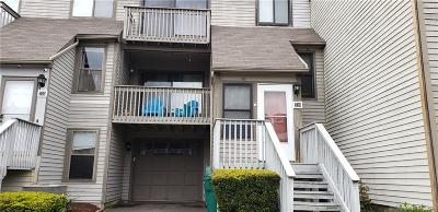 Branford Condo/Townhouse For Sale: 728 Robert Frost Drive #728