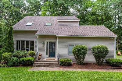 Farmington Single Family Home For Sale: 34 Green Woods Lane