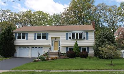 Fairfield County Single Family Home For Sale: 194 Papermill Lane