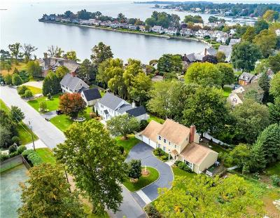 Stamford Single Family Home For Sale: 229 Davenport Drive