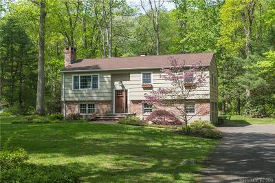 Ridgefield Single Family Home For Sale: 28 Fieldcrest Drive