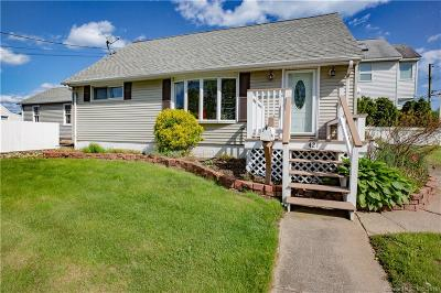 Stratford Single Family Home For Sale: 421 Oak Bluff Avenue