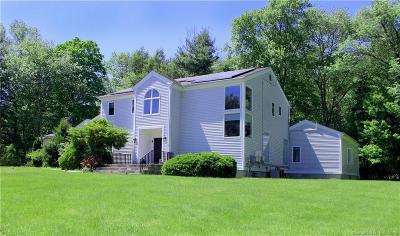 Norwalk Single Family Home For Sale: 108 Comstock Hill Avenue