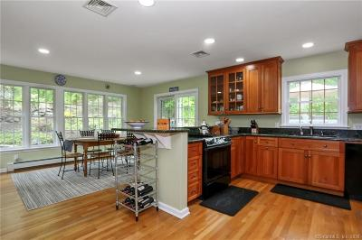 Ridgefield Single Family Home For Sale: 525 Bennetts Farm Road
