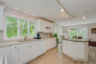 Simsbury Single Family Home For Sale: 8 Wyngate