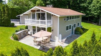 Brookfield Single Family Home For Sale: 74 Arrowhead Road