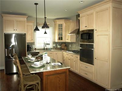 Newington Single Family Home For Sale: 82 Harvest Court