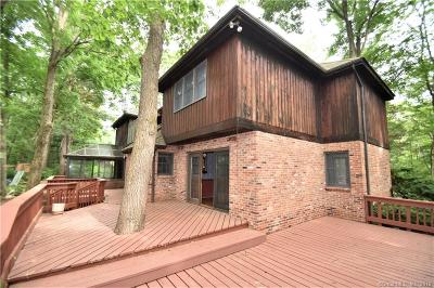 Southington Single Family Home For Sale: 81 Tallwood Drive