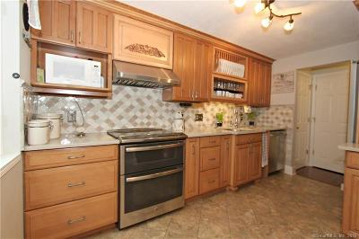 East Windsor Condo/Townhouse For Sale: 109 Greenwoods Lane #109