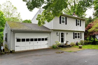 Brookfield Single Family Home For Sale: 40 Old Middle Road