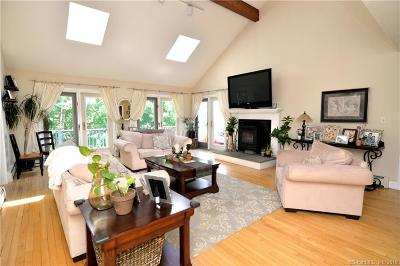 Burlington Single Family Home For Sale: 28 Vineyard Road