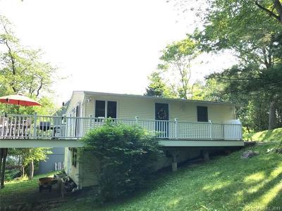 Danbury Single Family Home For Sale: 32 Wondy Way