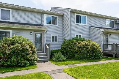 East Granby Condo/Townhouse Show: 44 Chelsea Lane #44