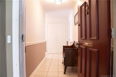 Norwalk Condo/Townhouse For Sale: 122 Ledgebrook Drive #122