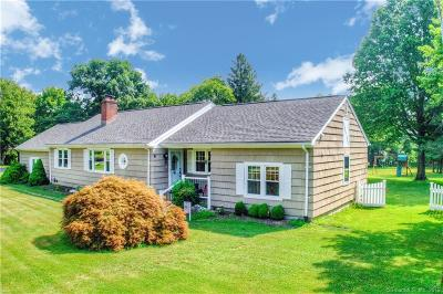 Trumbull Single Family Home For Sale: 918 Daniels Farm Road