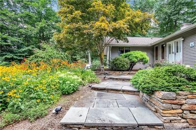 Madison Single Family Home For Sale: 106 Laurel Crest Road