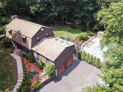 Southington Single Family Home For Sale: 70 Roaring Brook Drive