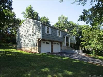 Fairfield County Single Family Home For Sale: 350 Canterbury Lane