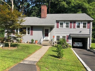 Bridgeport Single Family Home For Sale: 65 Wickliffe Circle