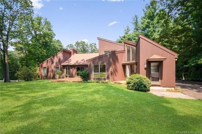New Haven County Single Family Home For Sale: 81 Deer Run Road