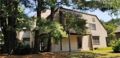 Farmington Condo/Townhouse For Sale: 101 Mallard Drive #101