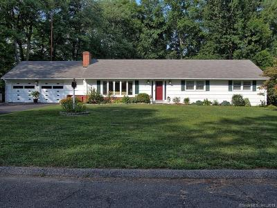 Trumbull Single Family Home For Sale: 46 Suzanne Circle