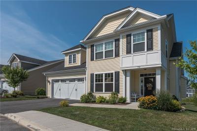 Beacon Falls Single Family Home For Sale: 72 Fieldstone Lane #72