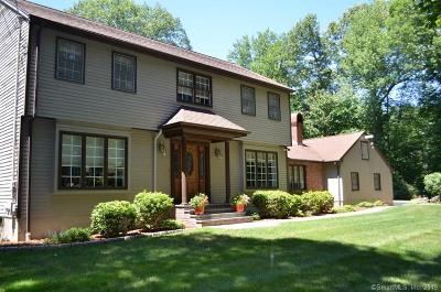 Trumbull Single Family Home For Sale: 11 Petticoat Lane